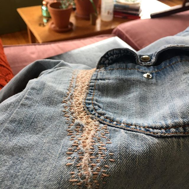 One of your faves — Visible Mending — is back on Feb. 5! Reserve your spot in the link above. . All workshops are facilitated by @diyanywhere and their preferred instructors, and all supplies are included (except for the garment you'd like to mend!) . . . #smartandbecker #knoxville #knoxrocks #865life #marketing #socialmedia #creative #wearethecreativeeconomy #creativeevents #eventplanning #makersgonnamake #curation #art #handmade #craft #diy #tennessee #ooak #diyanywhere #diytogether #diyinknoxville #mending #visiblemending #darn #darning #sashiko