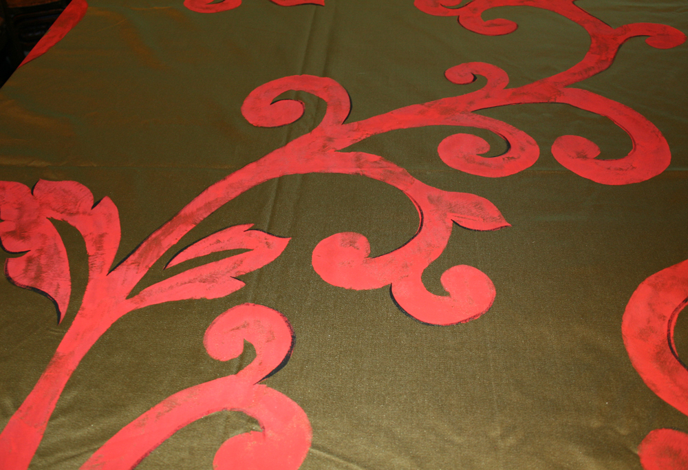 Hand painted pattern on sateen for table covering