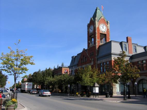 Town of Collingwood - Perfect for those looking to experience the culture of Collingwood, Farmers market Saturday mornings, Hotels, B&B's, local attractions, galleries, coffee shops, great restaurants, close to local routes