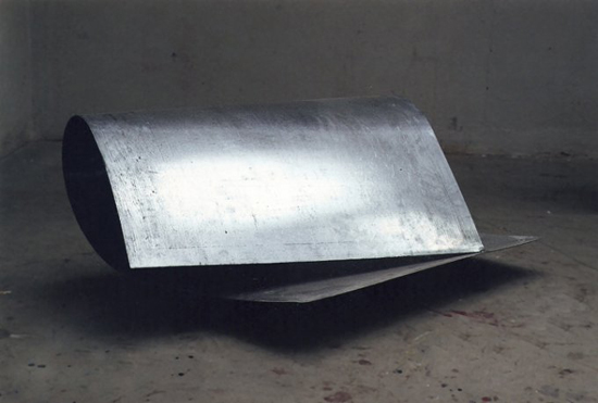 One strong weld, 2002, aluminium, 50 x 100 x 60 cm