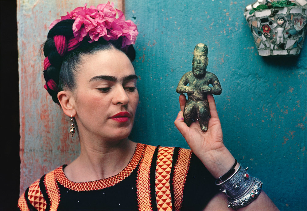 Frida Kahlo with Olmec figurine, 1939, photograph by Nickolas Muray © Nickolas Muray Photo Archives