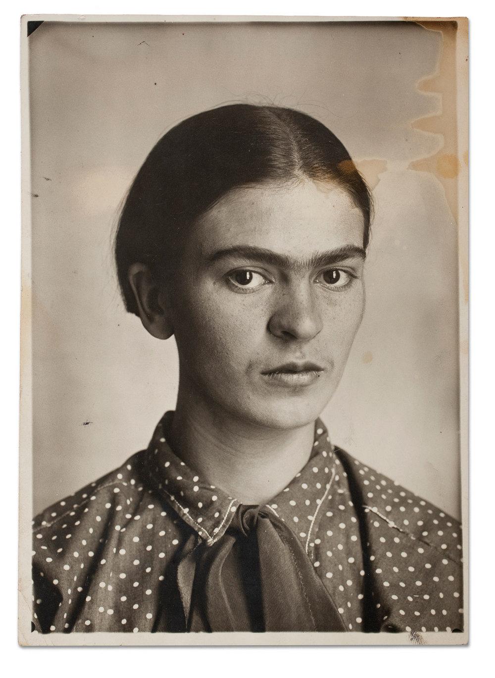 Frida Kahlo, c. 1926. Museo Frida Kahlo.© Diego Riviera and Frida Kahlo Archives, Banco de México, Fiduciary of the Trust of the Diego Riviera and Frida Kahlo Museums.