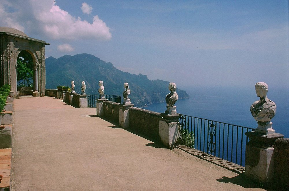 5. Ravello-Villa_Cimbrone by WA at German Wikipedia.jpg
