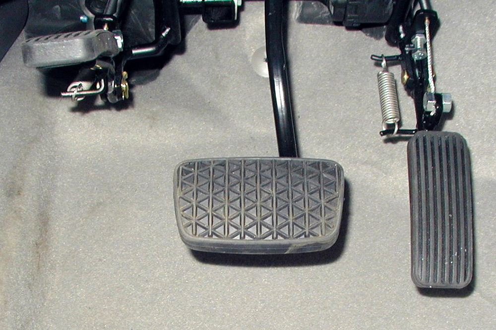 Acc-&-Brake-Pedals-1-Twinflip-1.jpg