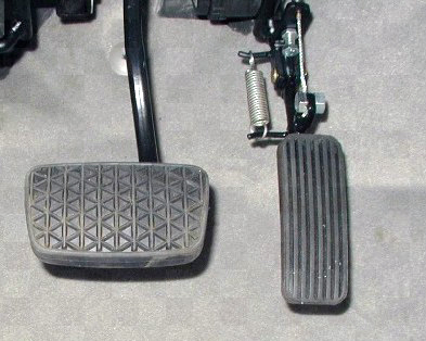 Acc-&-Brake-Pedals-4-Hinged-Accelrator-1.jpg