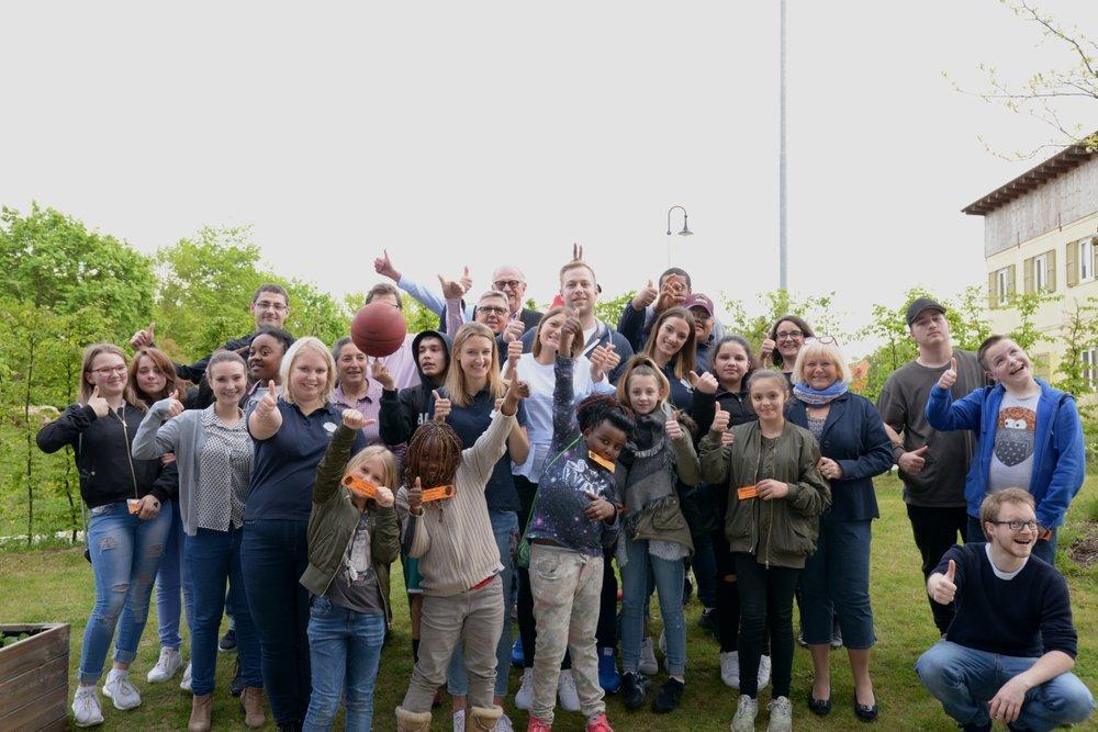 Kids und Betreuer - am Ende alle glücklich und zufrieden  Bild: ISO e.V.