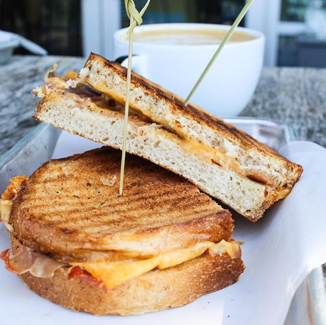 It's always a good day for a grilled cheese! Come on by today for lunch and enjoy our wonderful view ☀️ . . . . . #eateratx #visitaustin #atxfavorites #foodbloggers #austinfoodie #austin360eats #austinhappyhour #patiodining #austinpatios #eeeeeats #eatout #alfresco #downtownatx #eeeeeats #do512 #512eats #keepaustineatin #365thingsaustin #austin #atx #thisisaustin #trueaustin #ladybirdlake #austincafe