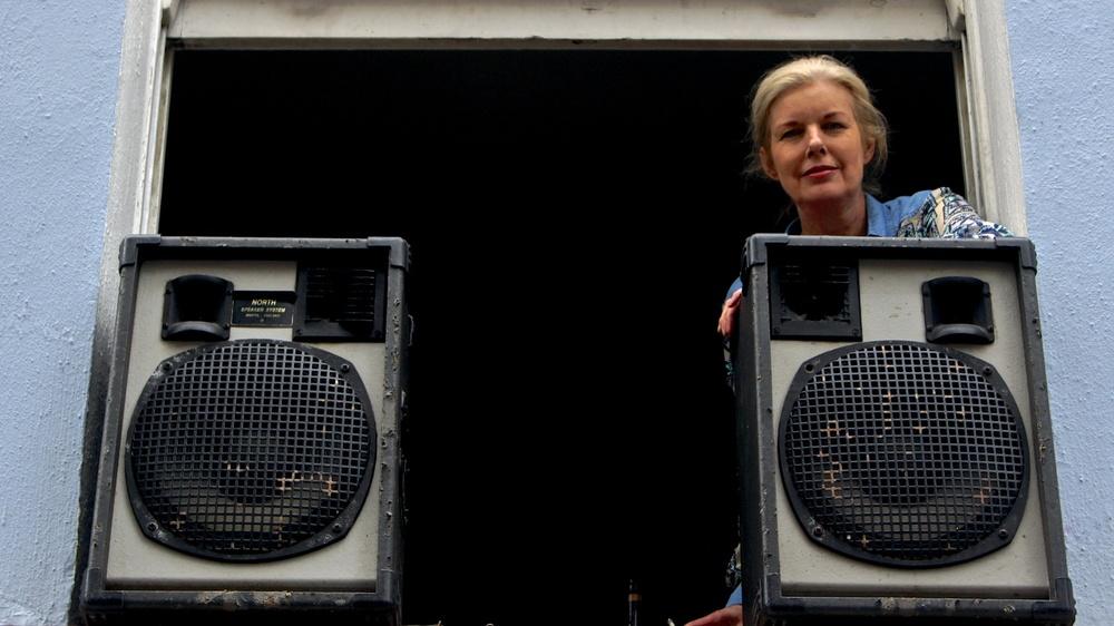 notting hill carnival 2014 woman window speakers