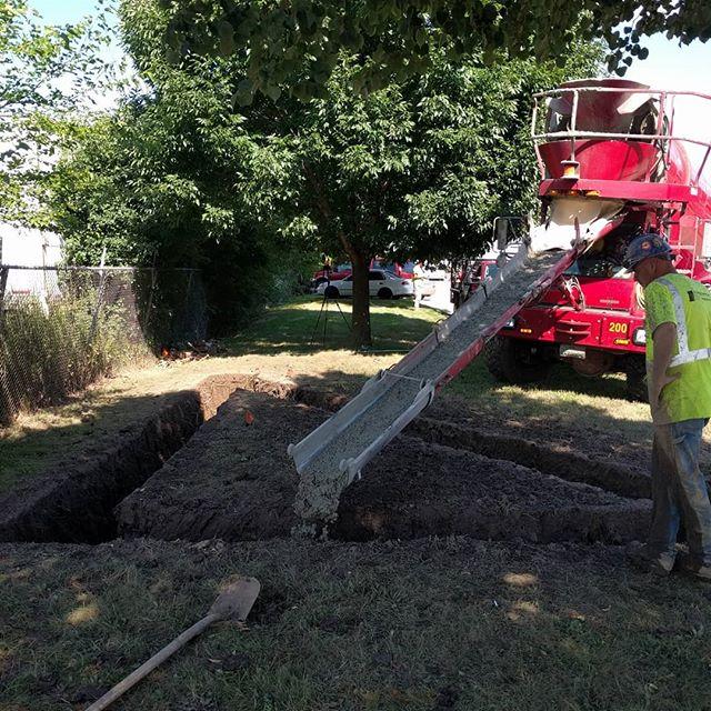 Casting Concrete Foundation #quarrastone