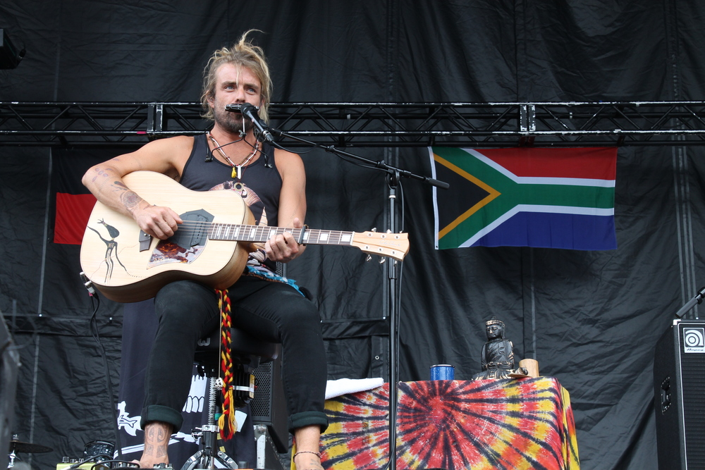 Xavier Rudd at the main stage.  // Photo by Cady Colosimo
