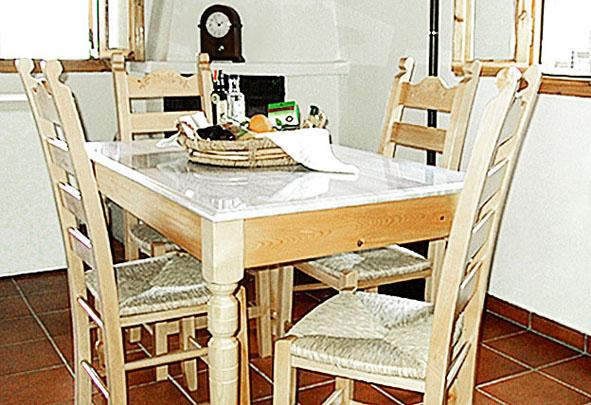 05.table.jpg