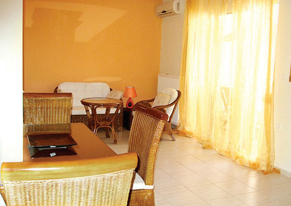 03.lounge.jpg