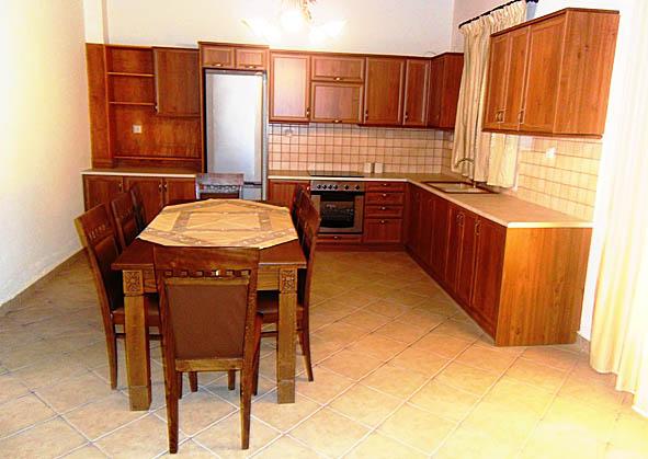 03.kitchen.jpg
