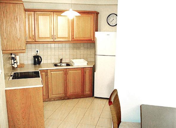 05.kitchen.jpg