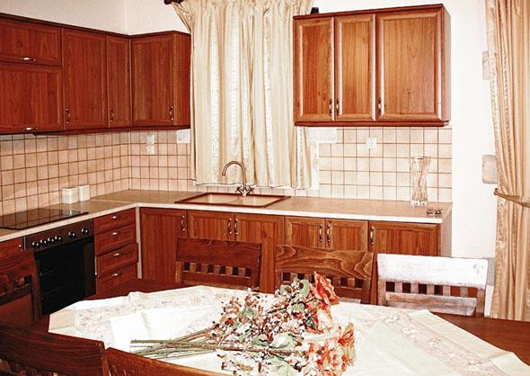 04.kitchen.jpg