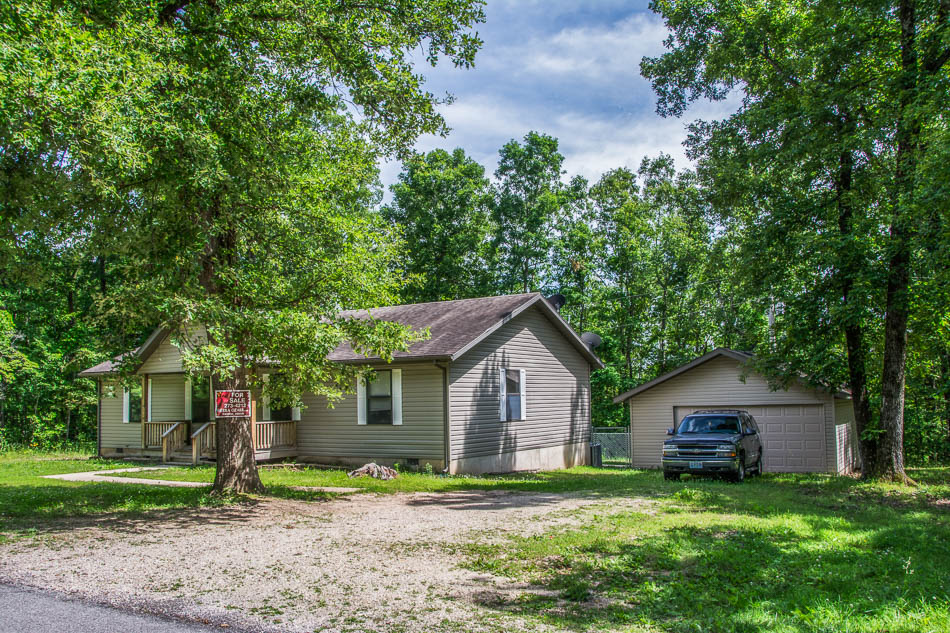 Home Near Bull Shoals Lake With 2 Lots