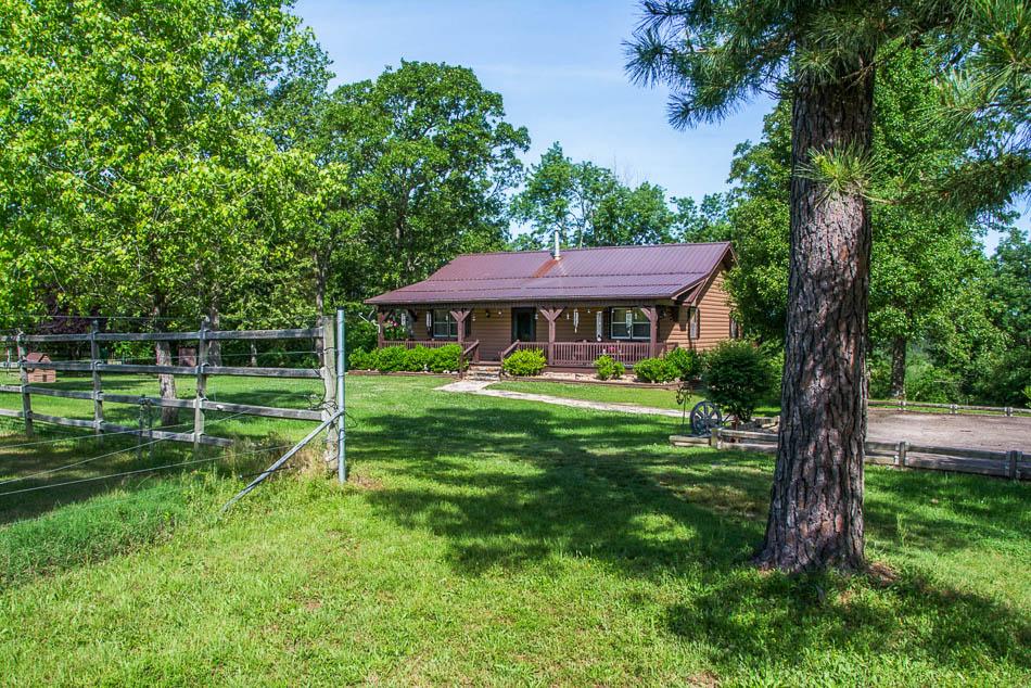 Home Near Bull Shoals Lake on 5 Acres in Ozark County, MO 1