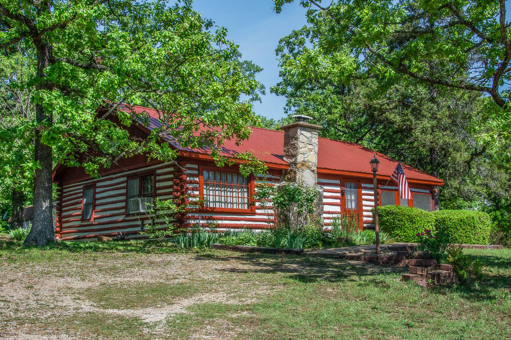 Bull Shoals Lake log cabin for sale near Theodosia Marina
