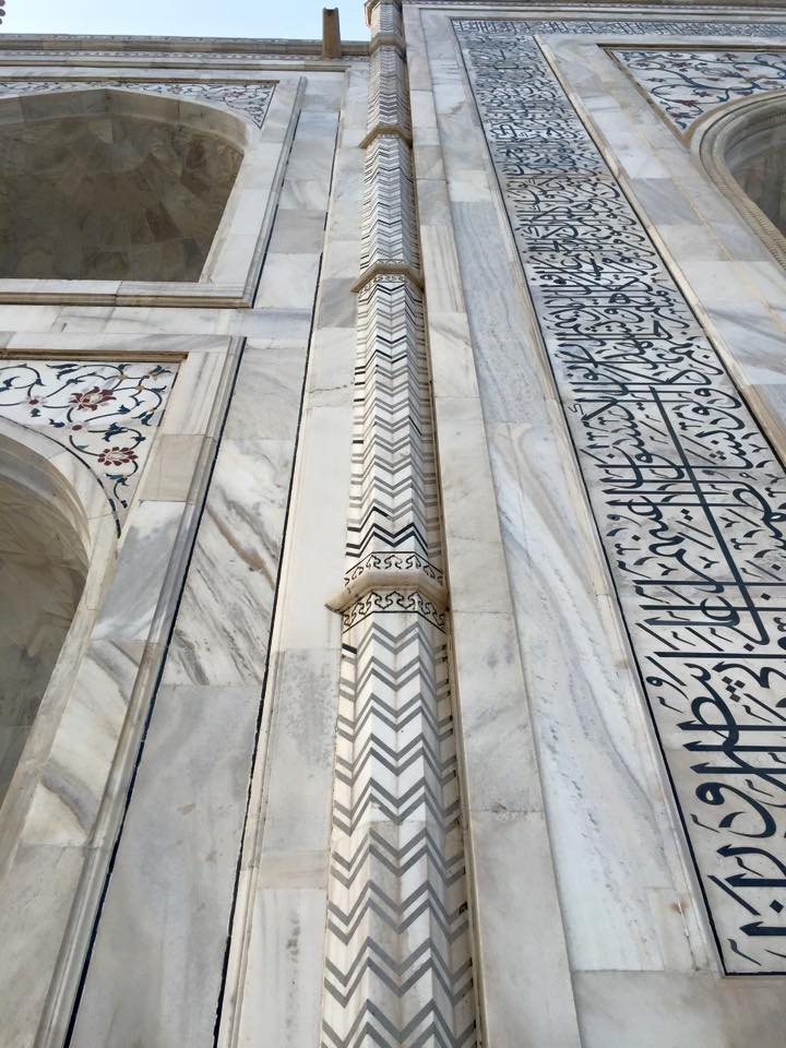 An interesting stone pattern on a column on the back side of the Taj Mahal that has a  flat face , but creates a cool 3D effect that makes it look like the stone actually bends inwards at the center of the column.