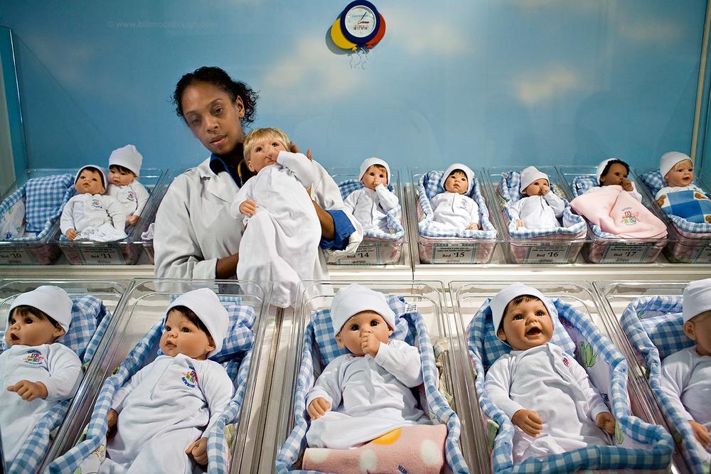 babies-street-photography-bill-mccullough-souvenirs.jpg