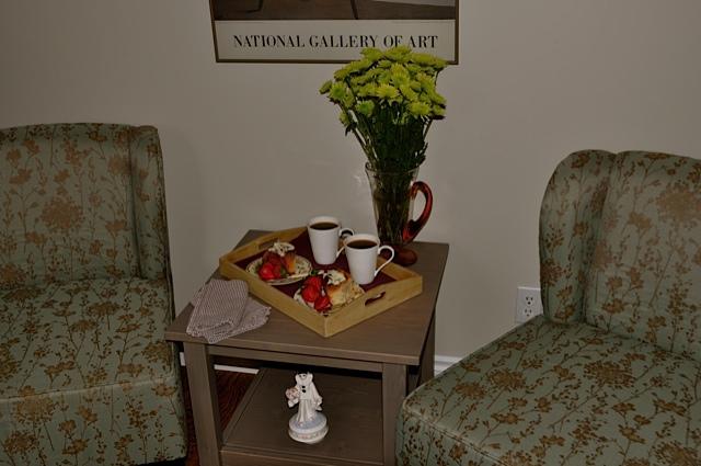 Queen room sitting area