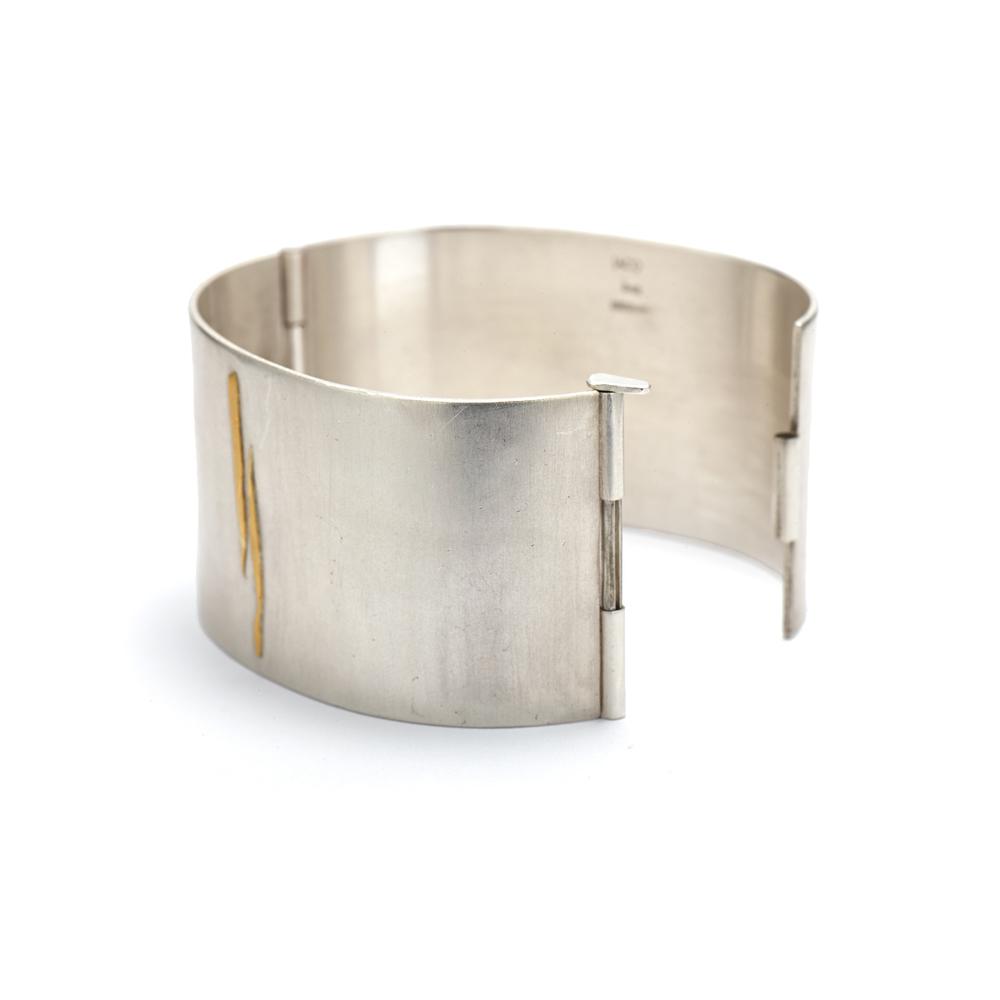 Hing Bracelet Open