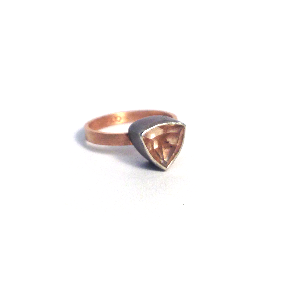 Sunstone-rose-gold-band-2-side-quarter.png