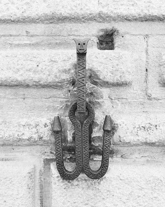 Tie up your dragon 🐲 here. All the metalwork around here is amazing inspiration. #dragonhitch #arezzo #toscana #fabrication #blacksmithing