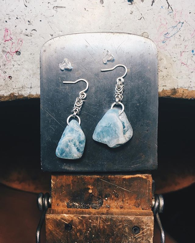 Back in the studio after a loooong hiatus. Feels good to make something again! Raw aquamarine earrings with handmade sterling silver Byzantine chain and handmade French earwire/posts. 🔮 DM me if your interested in buying these babies! 🔨⛓ Process shots in story highlights! #rockhound #minimalista #handmadechain #minimaljewelry #roughstones #aquamarineearrings #aquamarinestone