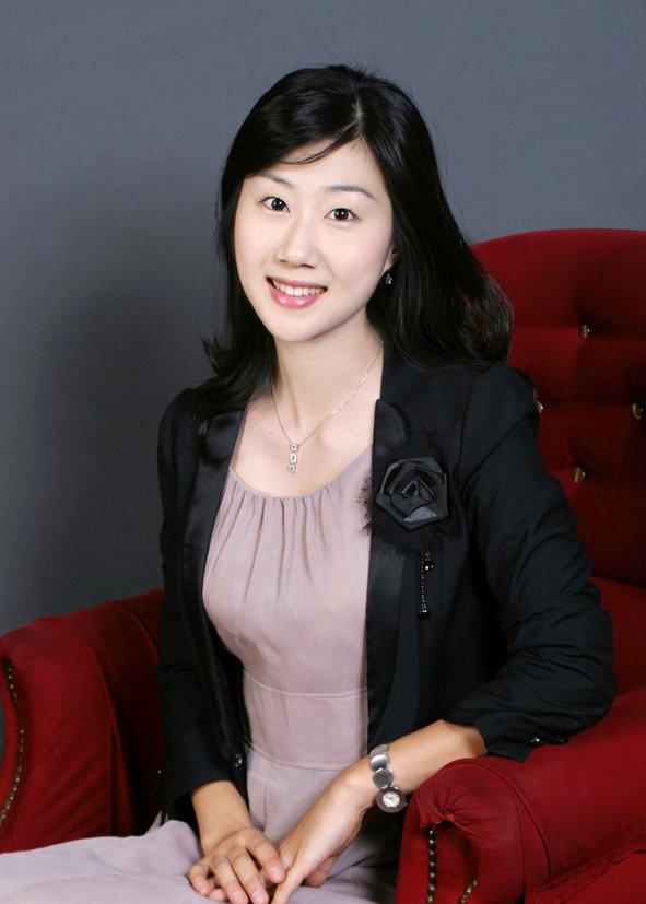 yuju-ellyn-jung-piano.jpg