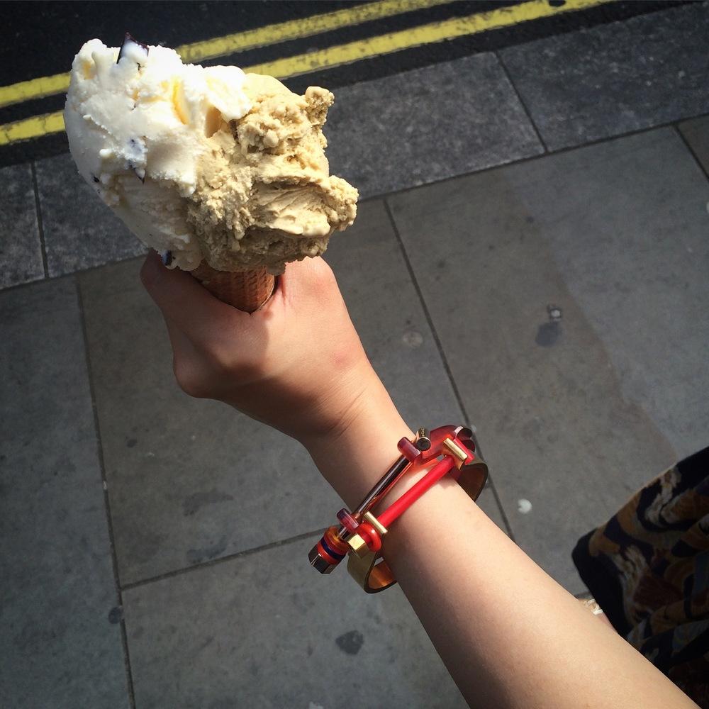 Lien bracelet kit, 2015 Yellow/Rose gold plated brass, Dyed resin