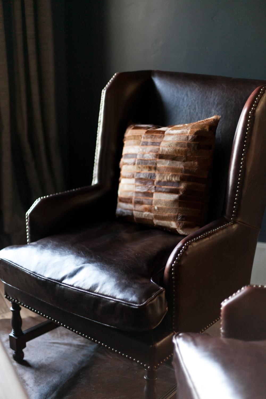 cornerleatherchair