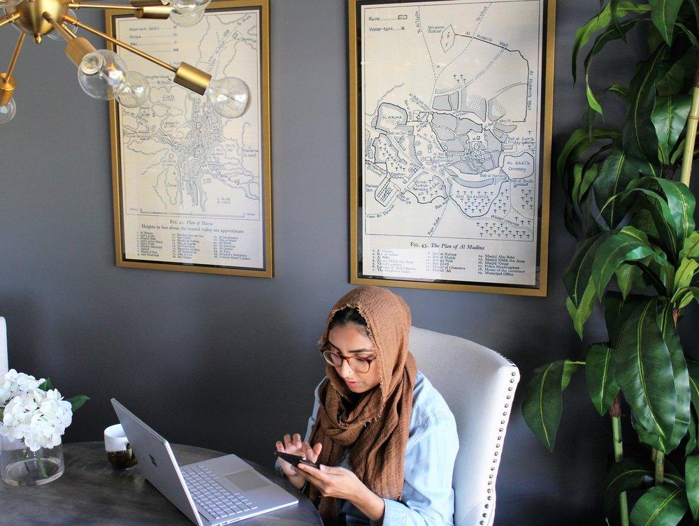muslim-artist-woman-working