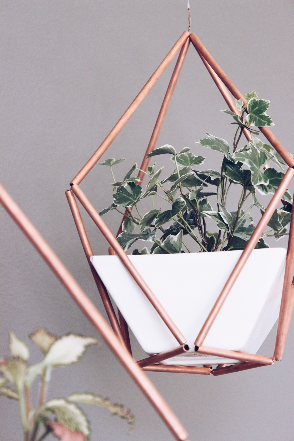 DIY Copper Himmeli Hanging Planter | HelloLovelyLiving.com