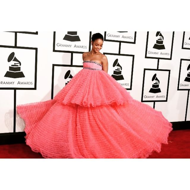 Rihanna's dress at the Grammys...#partyproof or the party itself? 🙌