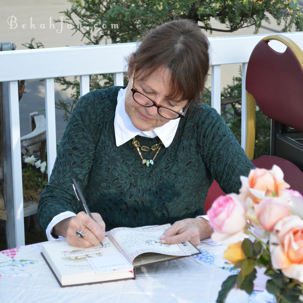Susan Branch signing W.jpg