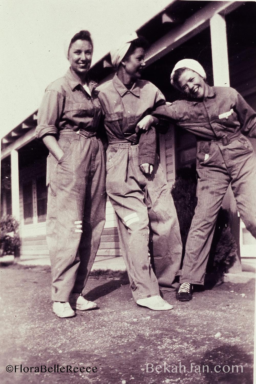 Flora Belle Reece (far right)