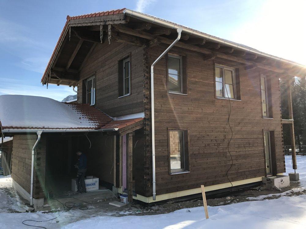 Einfamilienhaus in Schleching   BJ 2016  Wohnfläche 110m²  KfW55  Luft-Wasser-Wärmepumpe  Schalung aus geschlagenem Holz