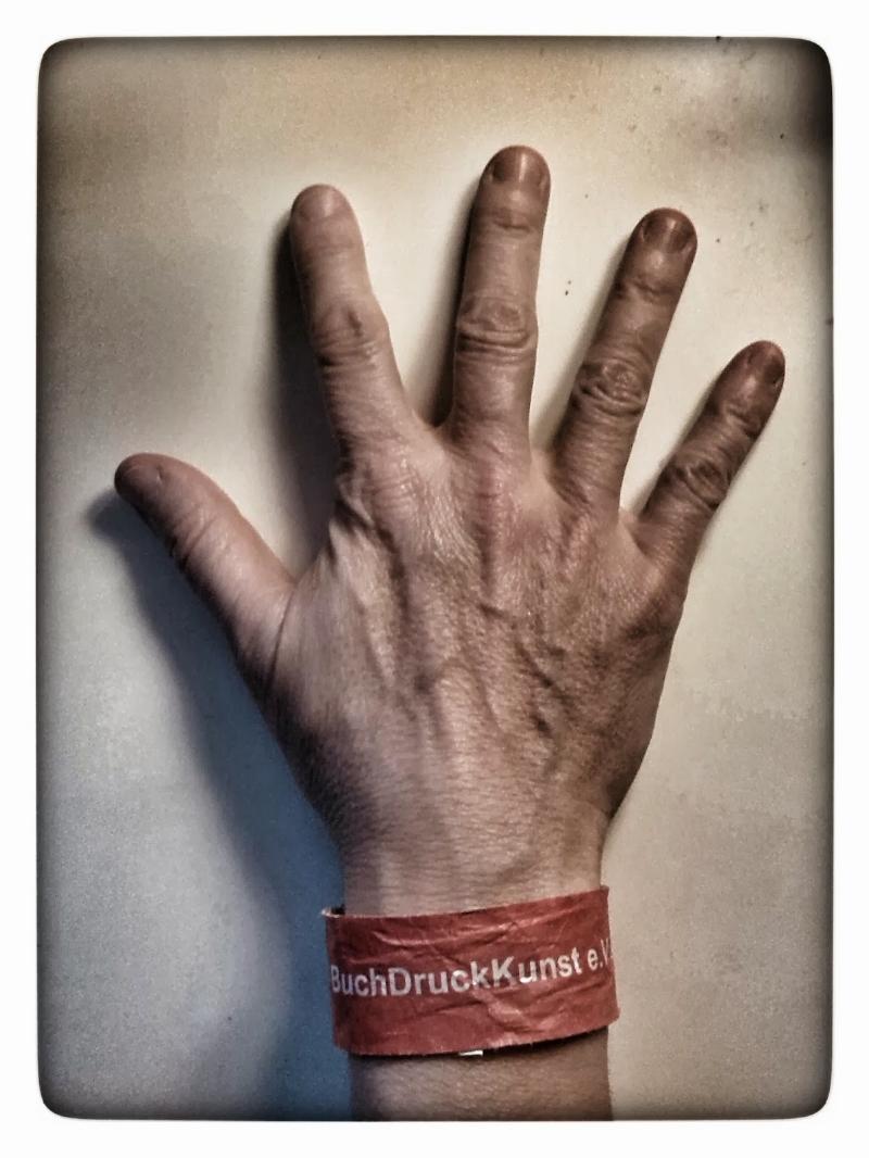 handinglove.jpg