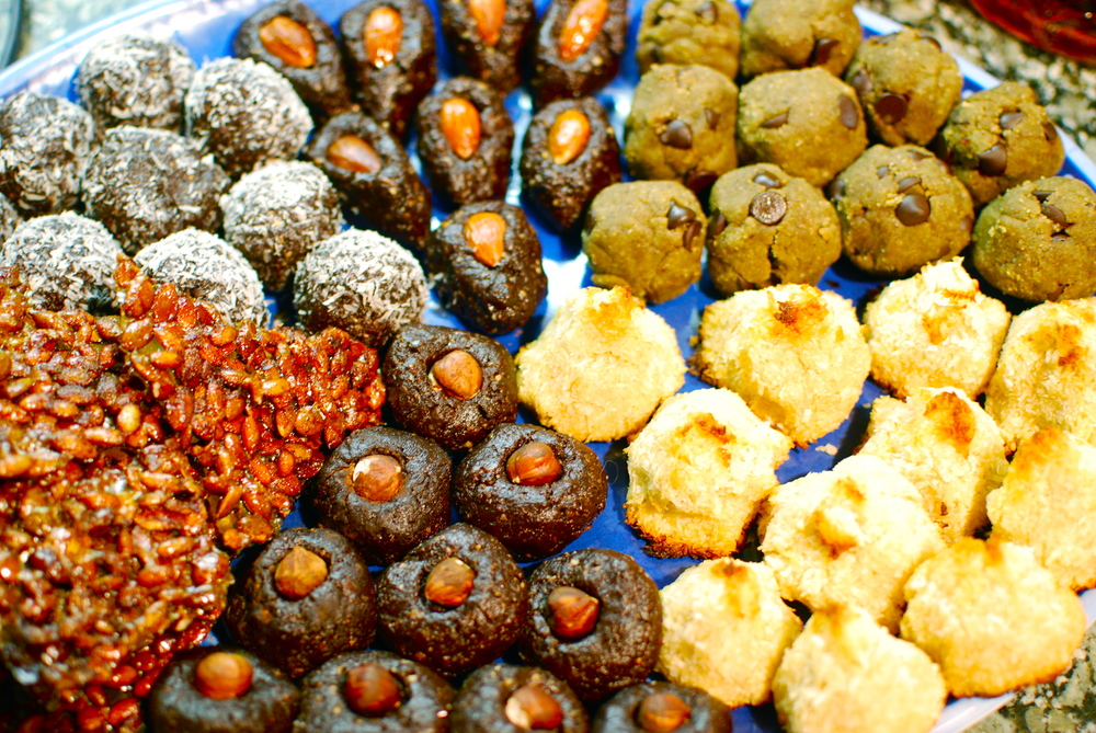 Raw Paleo Brownie Bites and Cooke Dough Protien balls