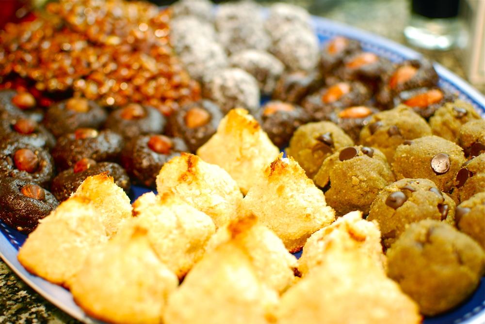 Sweet & Spicy Pumpkin Seed Crisps, Raw Brownie Bites 2 Ways, Paleo Cookie Dough Protein Balls, and Gluten Free Coconut Macaroons 6