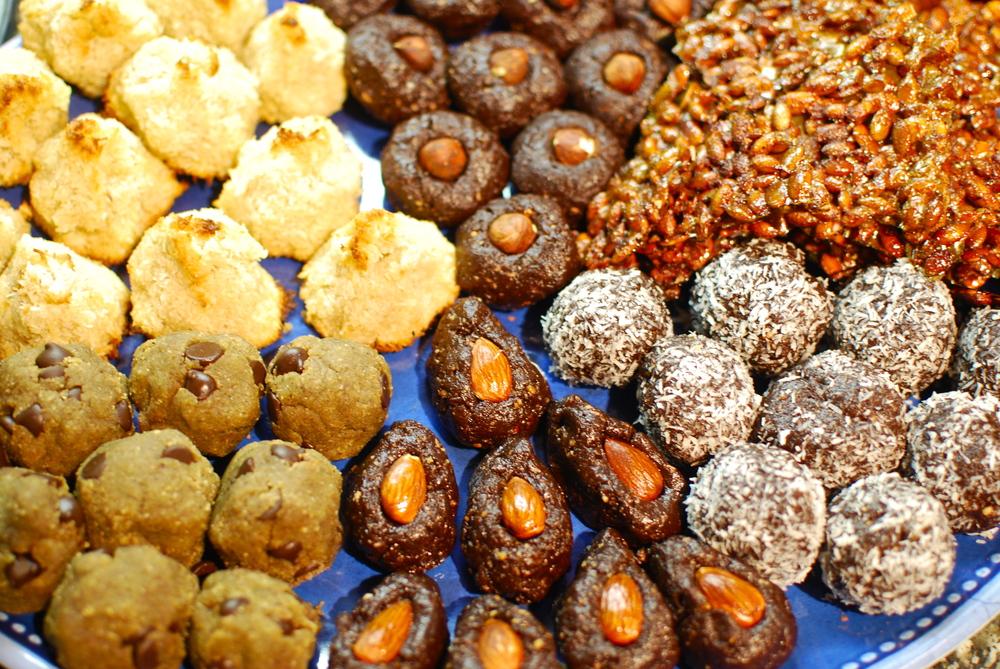 Sweet & Spicy Pumpkin Seed Crisps, Raw Brownie Bites 2 Ways, Paleo Cookie Dough Protein Balls, and Gluten Free Coconut Macaroons 7