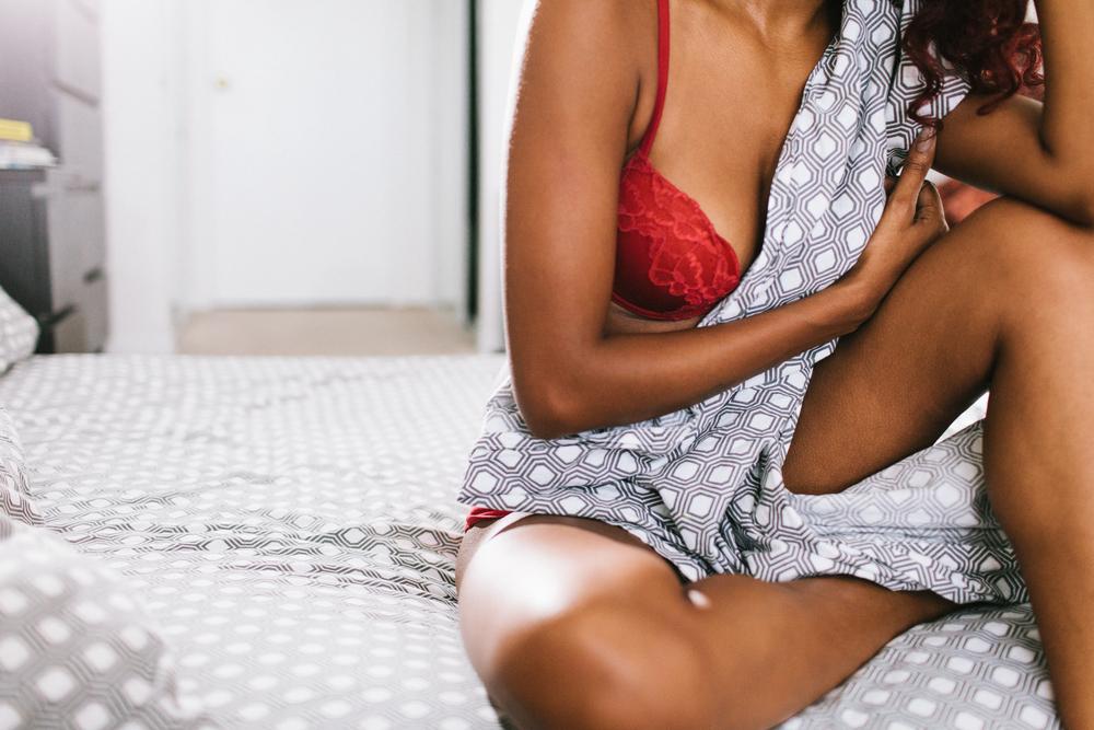 Socks-and-a-smile-ontario-boudoir-photos-shanna014.JPG