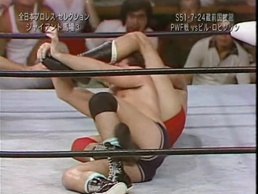 1976.07.24 - Giant Baba (c.) vs. Billy Robinson (PWF Heavyweight Title).avi_snapshot_08.30_[2016.08.18_14.49.23].jpg