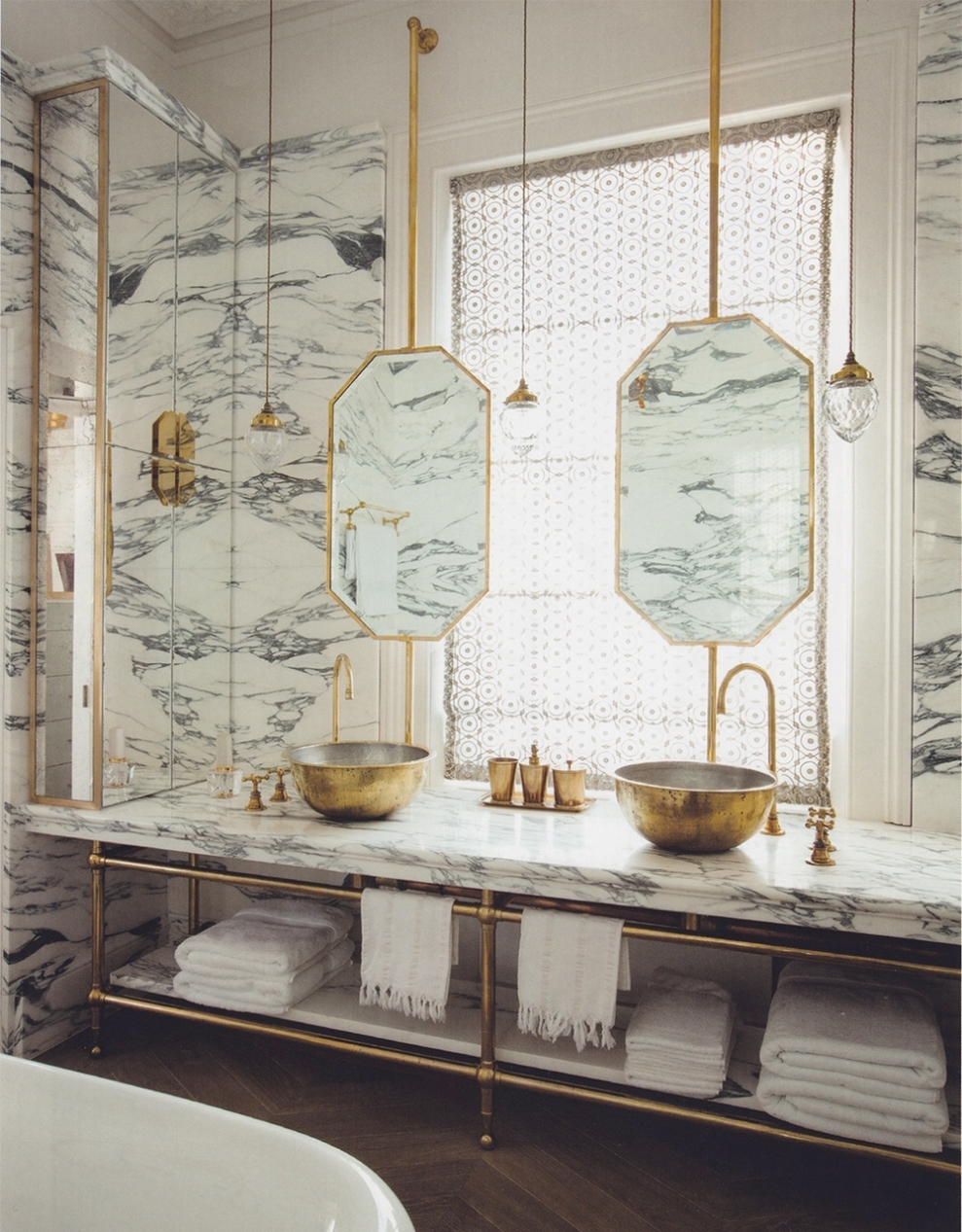 A London Bathroom Fit for a Queen — STYLE 02138