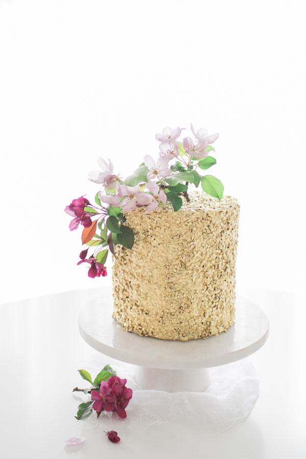 gold_sequin_cake_7.jpg
