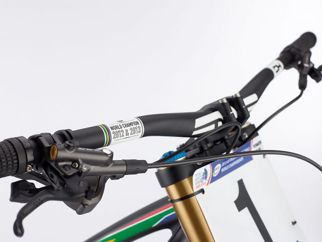 20131217_SCB_Greg Minnaar_V10_Enve_Bar_Decal_1.jpg