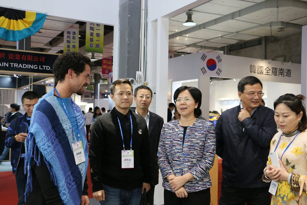 Bahamian artist Alistair Stevenson (left), speaks with Jingdezhen Mayor Yi Mei (centre) and her delegation to The Bahamas' booth at the Ceramics Fair.jpg