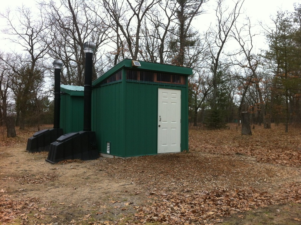 outhouse03.jpg