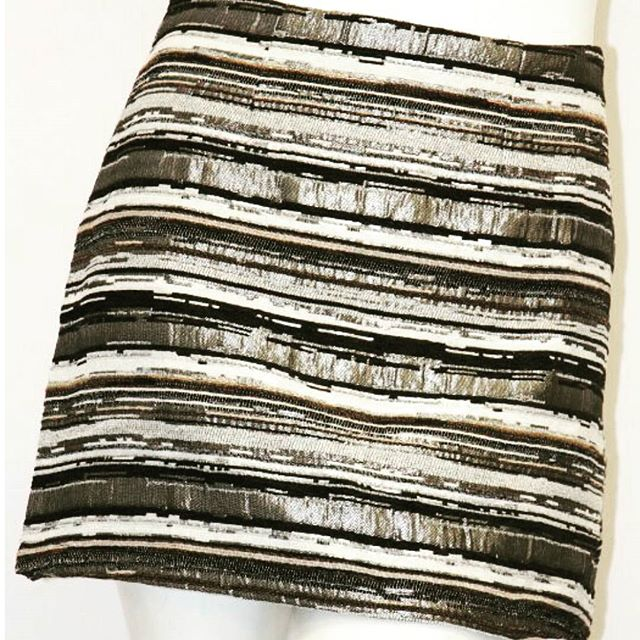 This holiday season is made for #metallics - like this #latestaddition to the @shoptherunaway collection. #holidaypartyfashion #holidayfashion #womensclothing #womensfashion #fashion #fashionblogger #gold #gilded #goldandsilver